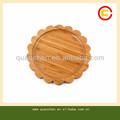 Creativo ed eco- amichevole a forma di fiore di bambù piatto di frutta