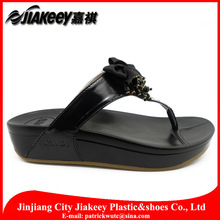 New year design original genuine PU leather kolhapuri chappals slippers made in China for wholesale