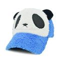 forma panda holandês com chapéu de pele azul aba larga