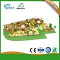 Los niños pequeños de interior zona de juegos para niños ha-0394