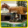 estatua gigante de dinosaurio rey
