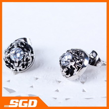 Unique Stud Earring Four flower edge with a diaomond Classical Jewelry for women free shiping !!!