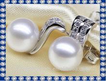 fancy design freshwater pearl earring covering the ear