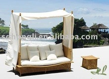 outdoor lounge bed