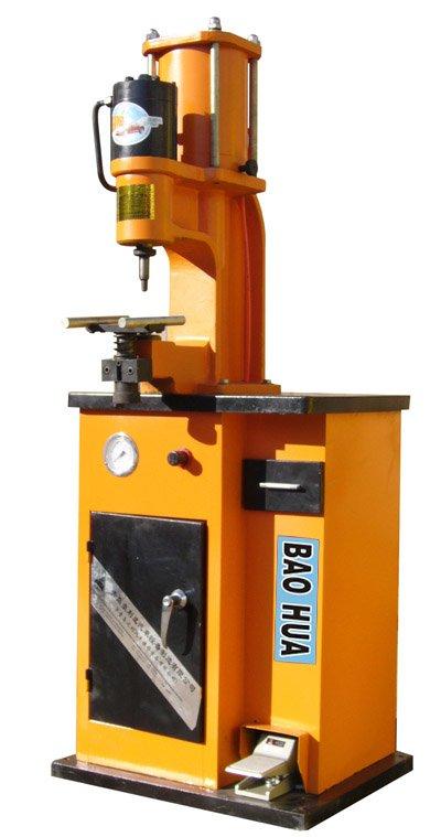 Machine a riveter
