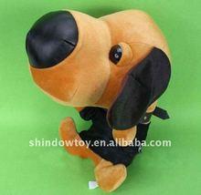 doldurulmuş kahverengi ve siyah canlı peluş köpek