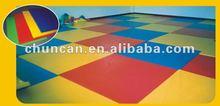 Aire de jeux couverte tapis
