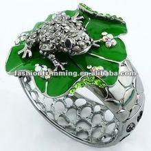 Distinctive crystal frog bracelet ,metal bracelet BRC2357