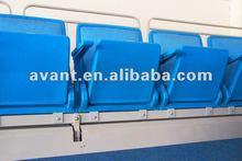 Selent zwei befördern der Faltestühle der systerm Wand-Faltestühle das an der Wand befestigtes Stuhlsportsetzen teleskopisches mit der Eisenbahn