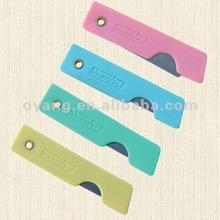 Plastic folding utility knife