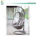 ao ar livre de vime rattan cadeira de jardim balanço com almofada