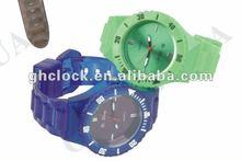 2013 new hot selling custom logo plastic quartz watches