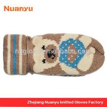Low MOQ Cute String Knitted Little Bear Jacquard Pattern Mittens