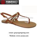 2014 nuevo diseño de planos de las sandalias planos de para últimas sandalias de diseños de verano de los zapatos metálicos de la PU superior material de los zapatos