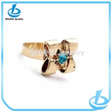 Charm female fresh and lovely gold flower diamond ring