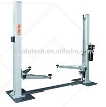 Garage equipment automotive lift