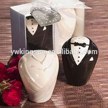 Wedding Favor The bride and bridegroom Salt & Pepper Shaker wedding gift