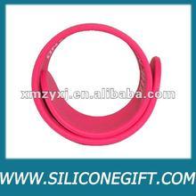 customized cheap silicone slap on band bracelet/slap wristband