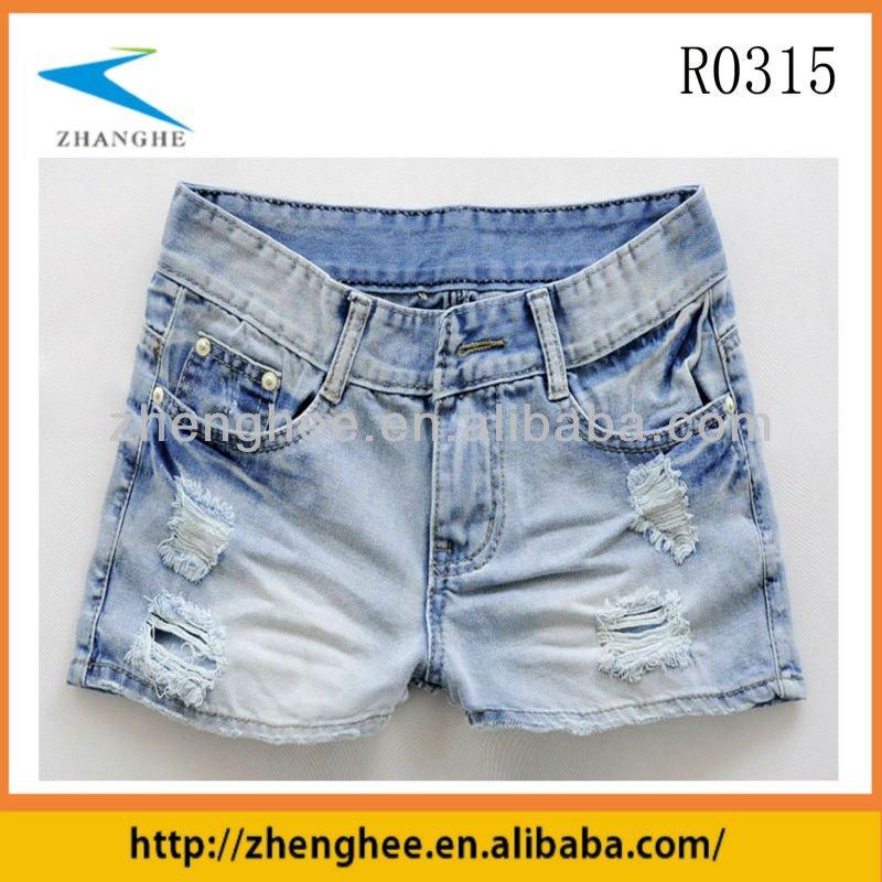 kurze zerrissene jeans