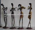 resina de la mujer africana con la escultura moderna vestida para la decoración del hogar