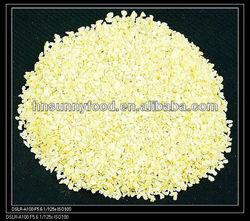 Nature white dried granulate garlic