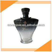 corps noir en forme de bouteille de parfum