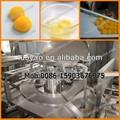 Processamento de ovos quebrando a separação de líquidos de gema de ovo& máquinas branco