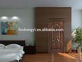 sólida puerta de madera