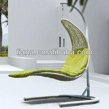 Hanging indoor / outdoor white swing wicker chair/rattan chair