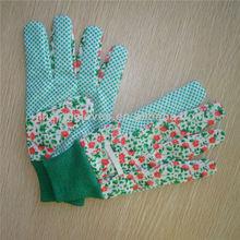 Gloves roses gardening