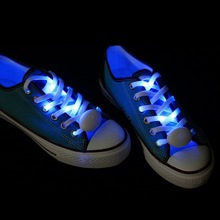 Reflective shoe laces with plastic box packaging