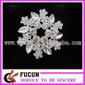 nueva llegada de acylic flor broche de diamantes de imitación para la boda de la tarjeta de invitación