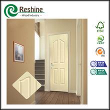Imprimación blanca moldeado de madera maciza sencilla puerta de entrada