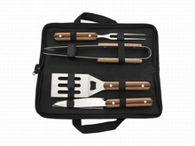 2014 New design 5 pcs bbq tool set with three colors coloured wooden handle