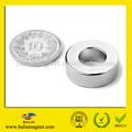 中国メーカー大きい超強力なハイグレード焼結希土類永久ネオジムラジアルリング磁石