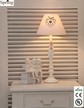 New Arrival Roman Pole Wooden Table Lamp with White Fabric Shade