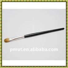 blending make up brush