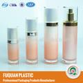 Botella cosmética de plástico y envasadora con pistón.