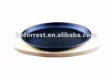 Cast iron fajita skillet with wooden base knock down handle