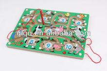 Juguetes educativos de madera laberinto y laberinto granja de juguete