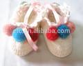 lindo tejido a mano de bebé recién nacido zapatos