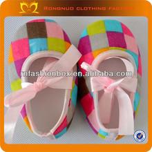 2013 venta al por mayor zapatos de bebé para caminar diseñador de zapatos de bebé para las niñas