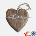 colgando primitivo el amor del corazón de madera decorativa hoja de talla
