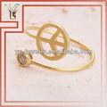 símbolo de paz e de gota de cristal anel