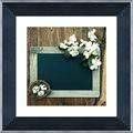 marco negro de flores hermosas y huevos de imagen decorativa