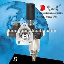 MERCEDES BENZ OM 402 Truck Engine Parts 0000902150 Fuel Feed Pump with 0000900050 Aluminium Hand Pump V8 Fuel Pump