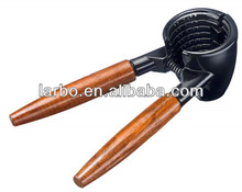 wooden handle nutcracker 235G high quality for germany market