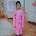 el último de color rosa paño grueso y suave bata con capucha niños