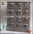 Vintage pequeno armário de madeira maciça w / 12 gavetas