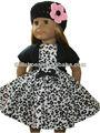 la moda y hermosa muñeca american girl vestido de leopardo con la capa y el sombrero que hace punto con la flor